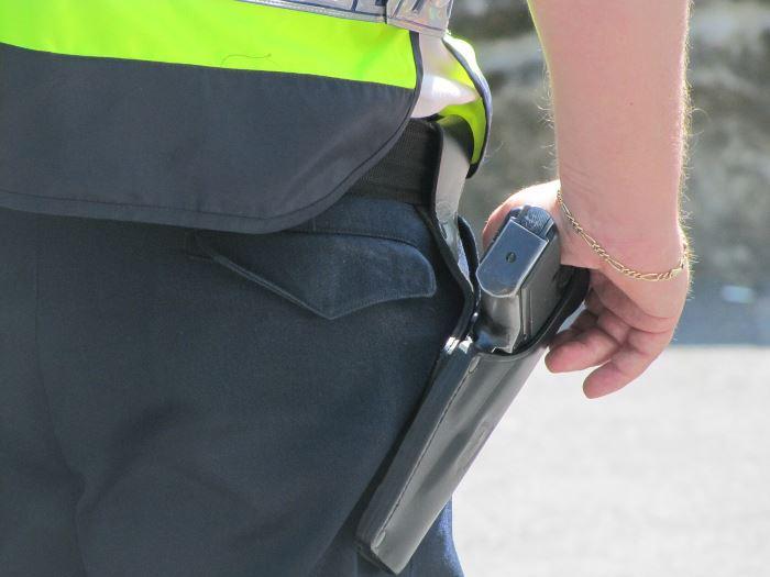 Policja Wadowice: Kierował bez uprawnień, spowodował kolizję i zakończył podróż w rowie